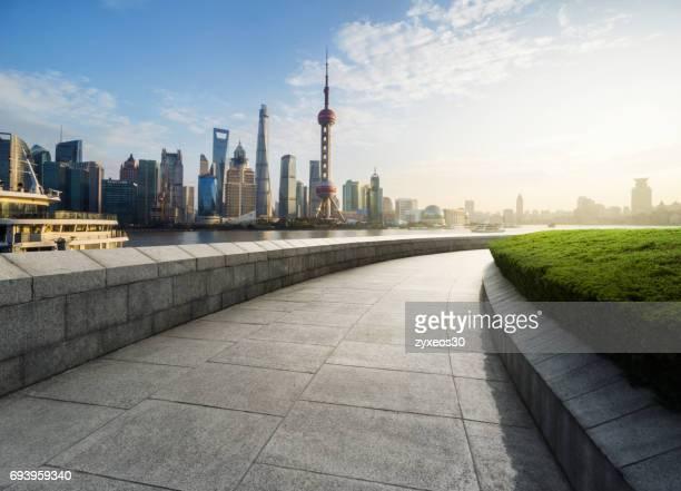 the bund of shanghai lujiazui,cityscape. - bund - fotografias e filmes do acervo