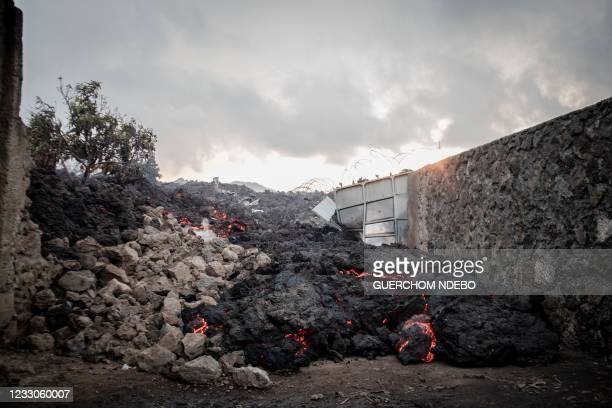 The burning lava front from an eruption of Mount Nyiragongo flow through a residential district on May 23, 2021 in Goma in the East of the Democratic...
