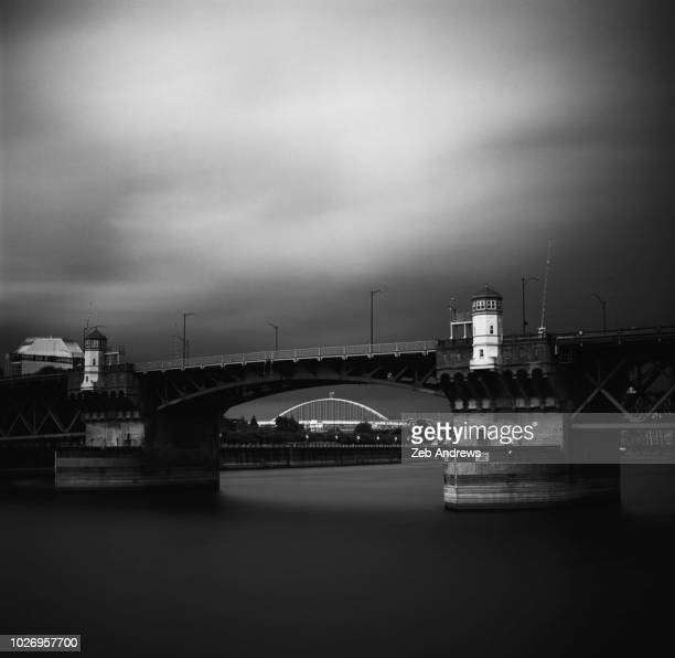 the burnside and fremont bridges over the willamette river in portland, oregon - burnside bridge portland stock photos and pictures