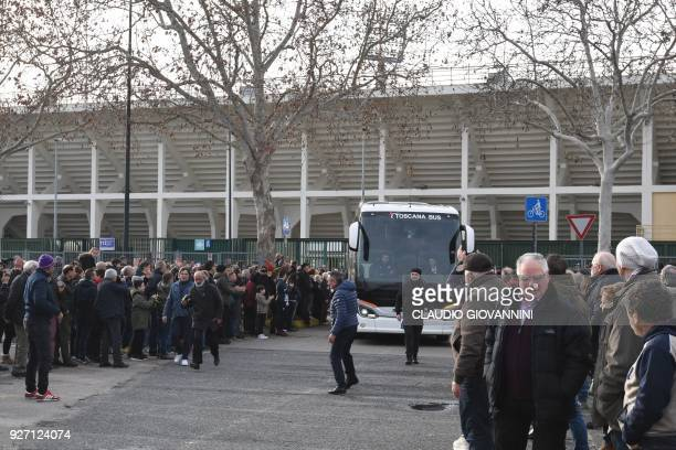 The bus of Italian Serie A football team Fiorentina arrives at the stadium on March 4 2018 in Florence after their game was cancelled due to the...