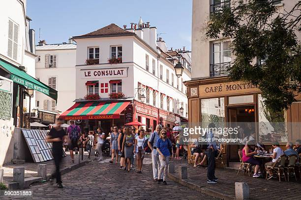 the bustling streets of montmartre in paris. - pavement cafe stock pictures, royalty-free photos & images