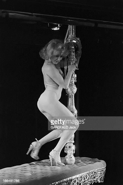 The Cabaret ' Le Milliardaire' 3 février 1978 Paris le cabaret ' le milliardaire' avec en vedette Mélinda WESTSur scène pose de la jeune femme en...