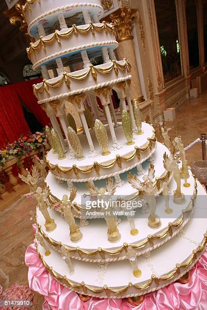 RATES The cake at the wedding of Ivana Trump and Rossano Rubicondi at the MaraLago Club on April 12 2008 in Palm Beach Florida The 9 foot cake was a...
