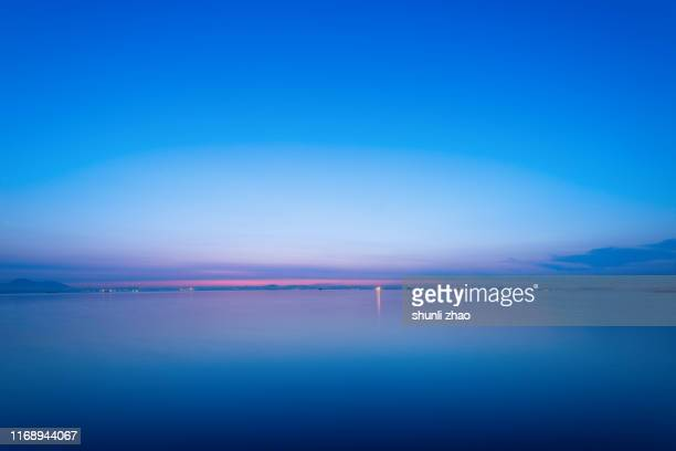 the calm sea at sunrise - horizon over water stock pictures, royalty-free photos & images