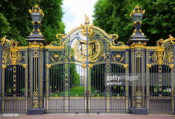 the canada gate at green park in london, england - buckingham palace stock pictures, royalty-free photos & images