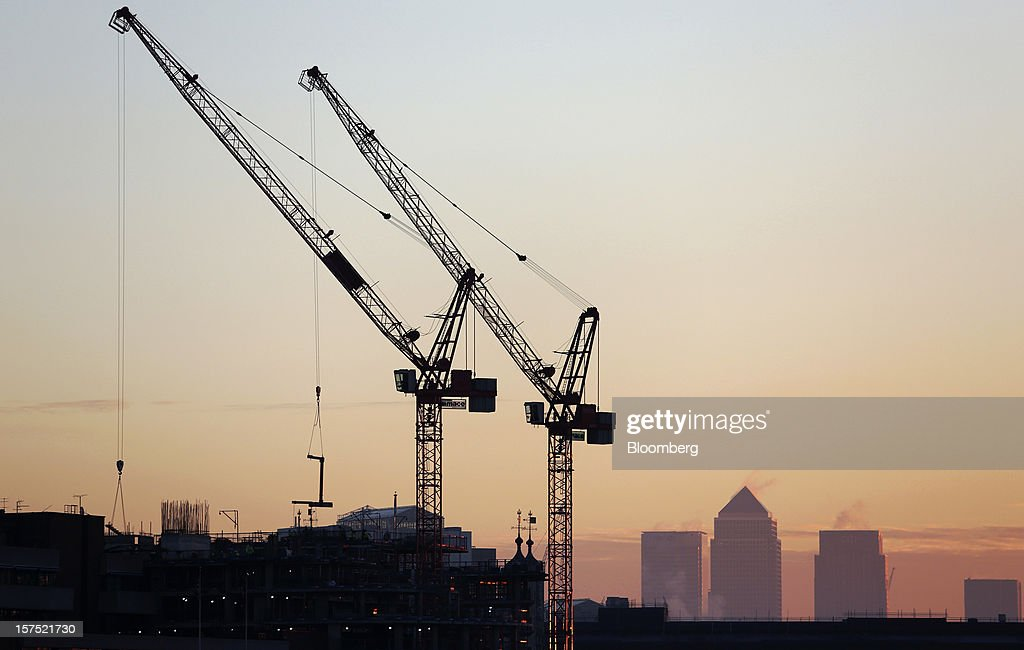 The Canary Wharf financial and business district stands on the horizon beyond construction cranes in the City district in London, U.K., on Friday, Nov. 30, 2012. U.K. banks have become more unwilling to finance development projects without a tenant committed to lease space or a buyer for the completed property. Photographer: Chris Ratcliffe/Bloomberg via Getty Images