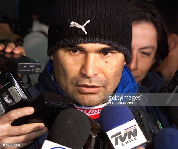 The captain of Paraguay's select soccer team Jose Luis Chilavert speaks to the press after a practice session in Santiago Chile 27 June 2000 Paraguay...