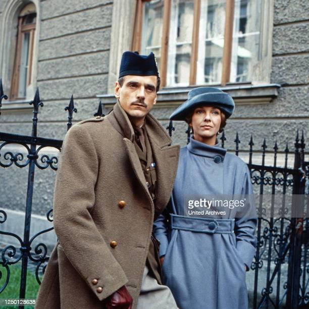 The Captain's Doll, aka: Der Offizier und die Puppe, Fernsehfilm, Großbritannien/Deutschland 1983, Regie: Claude Whatham, Darsteller: Jeremy Irons,...