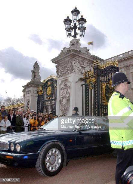 The car carrying British Prime Minister Tony Blair leaves Buckingham Palace Mr Blair has announced that the General Election will take place on May 5...
