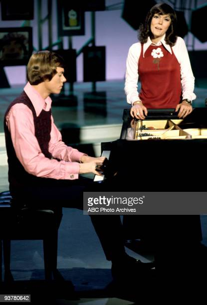 YOUNG The Carpenters June 1 1973 In this Walt Disney Television via Getty ImagesTV special actor Robert Young is joined by popular performers to...