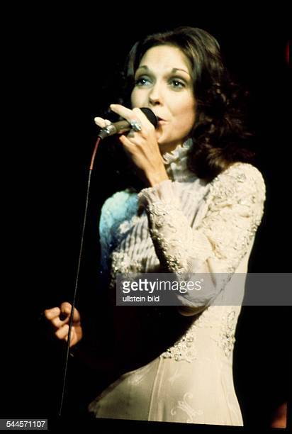 The Carpenters Musikgruppe Saenger Popmusik Auftritt Karen Carpenter 1976