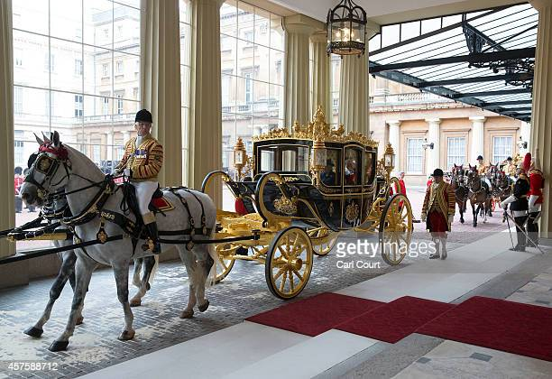 The carriage carrying Queen Elizabeth II and the President of Singapore Tony Tan Keng Yam arrives at Buckingham Palace during a state visit by the...
