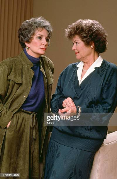 MASON The Case of the Lost Love Pictured Jean Simmons as Laura Robertson Barbara Hale as Della Street
