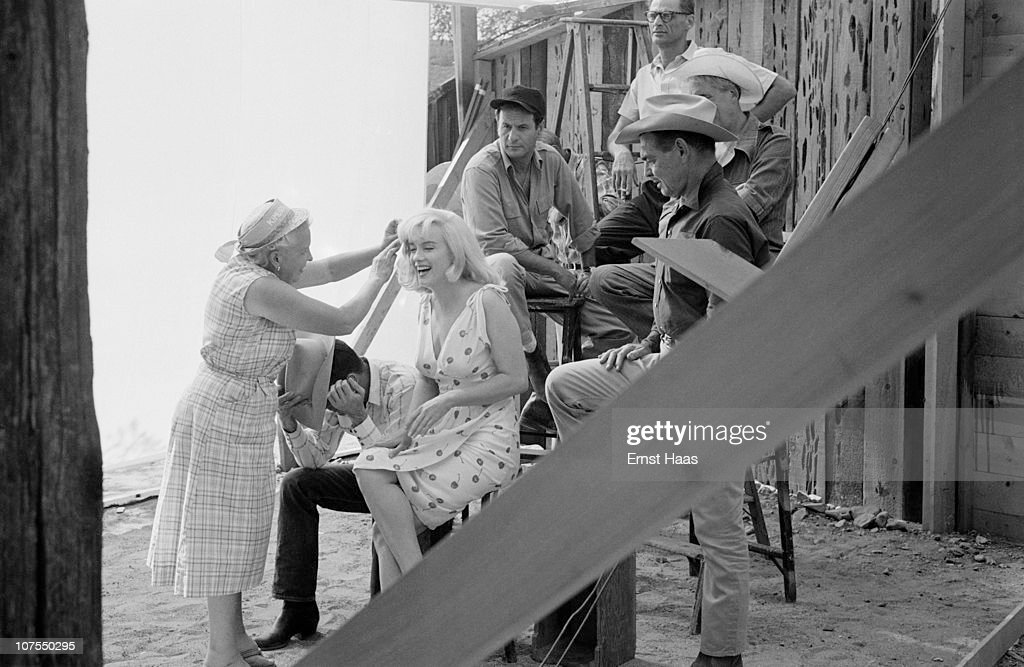 The cast and crew of John Huston's 'The Misfits' line up for a publicity shoot, USA, 1960. The group includes writer Arthur Miller, director John Huston, and actors Eli Wallach, Montgomery Clift (1920 - 1966), Marilyn Monroe (1926 - 1962) and Clark Gable (1901 - 1960).