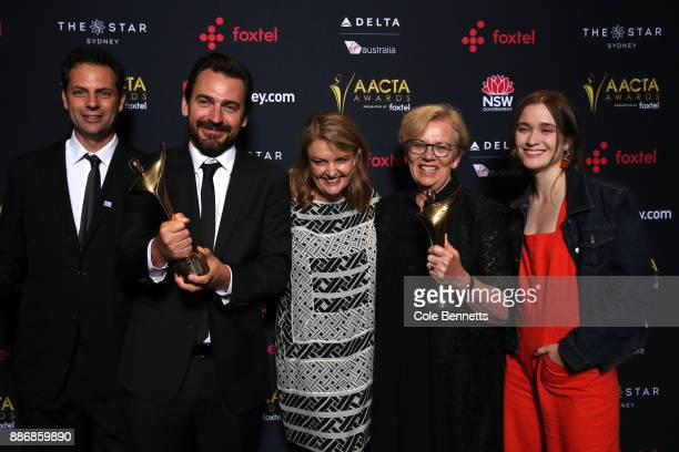 The cast and crew of Top of the Lake pose with an AACTA Award for Best Television Drama Series during the 7th AACTA Awards Presented by Foxtel |...