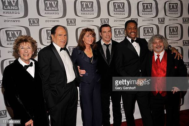 The cast and crew of Welcome Back Kotter Ellen Travolta Gabe Kaplan Marcia Strassman John Travolta Lawrence HiltonJacobs and Robert Hegyes attend the...