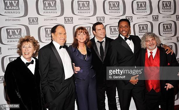 The cast and crew of Welcome Back Kotter Ellen Travolta Gabe Kaplan Marcia Strassman John Travolta Lawrence HiltonJacobs and Robert Hegyes attend the...