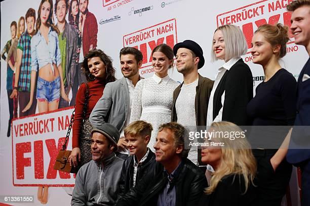 The cast and team of Verrueckt nach Fixi attend 'Verrueckt nach Fixi' premiere on October 8 2016 in Sulzbach Germany