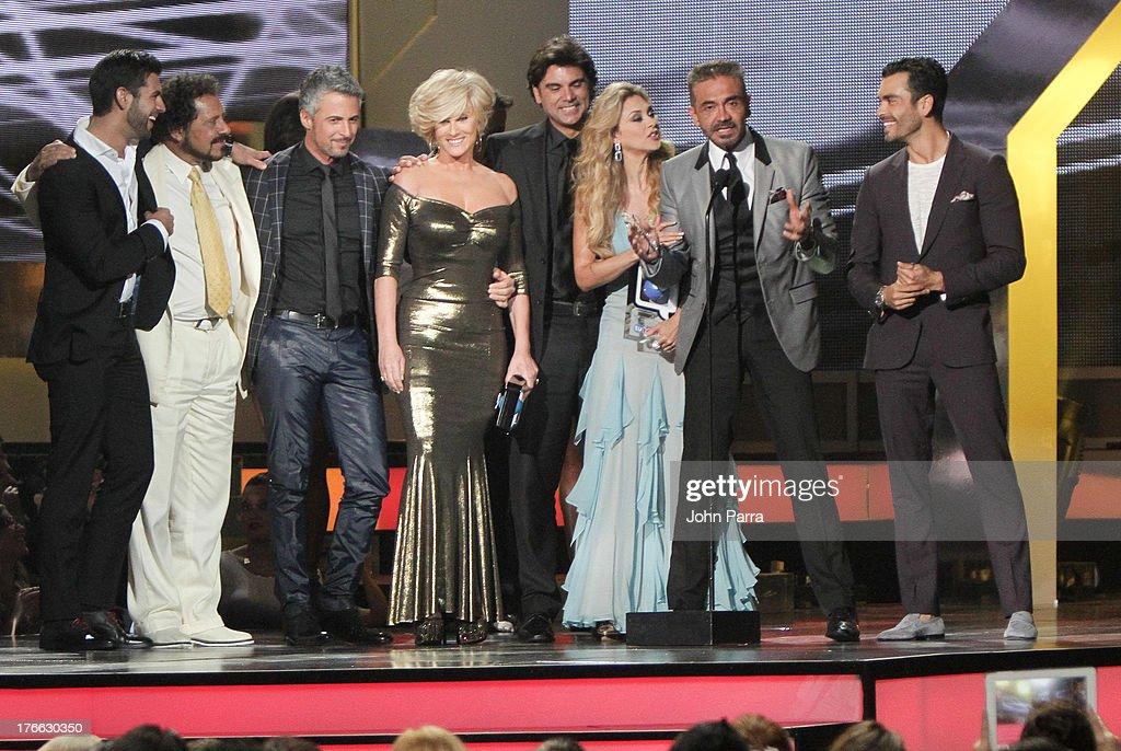 The Cast La Patrona On Stage During Telemundos Premios Tu Mundo