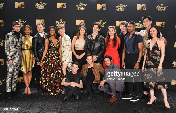13 reasons why cast ストックフォトと画像 getty images