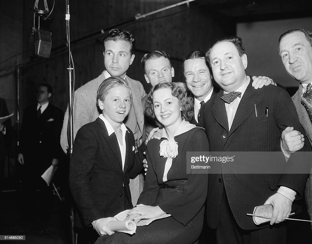 """Group Portrait of """"A Midsummer Night's Dream"""" Broadcasters : News Photo"""