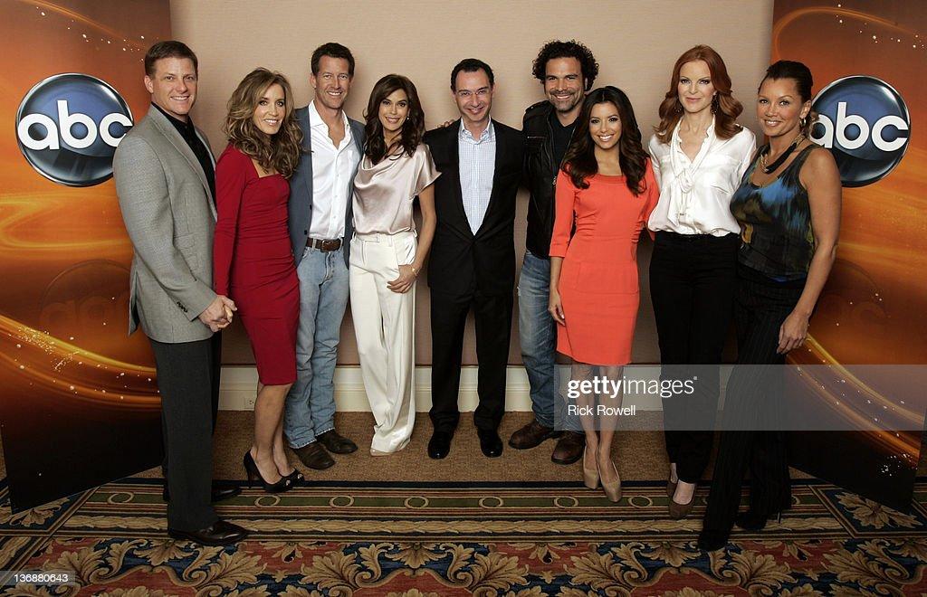 TOUR 2012 - The cast of ABC's 'Desperate Housewives' posed for a photo op with Paul Lee (President, ABC Entertainment Group) at Disney/ABC Television Group's Winter Press Tour 2012. DOUG SAVANT, FELICITY HUFFMAN, JAMES DENTON, TERI HATCHER, PAUL LEE (PRESIDENT, ABC ENTERTAINMENT GROUP), RICARDO