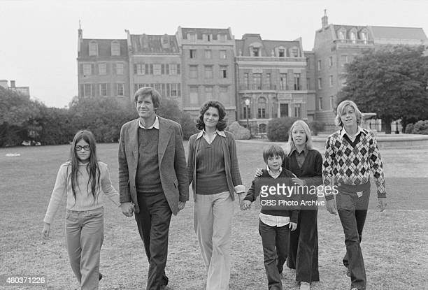 The cast of Apple's Way From left Frannie Michel as Patricia Apple Ronny Cox as George Apple Frances Lee McCain as Barbara Apple Eric Olson as Steven...