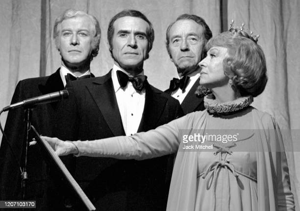 The cast of 'Don Juan in Hell' on Broadway New York New York January 1973 Pictured are Ricardo Montalban Agnes Moorehead Paul Henreid and Edward...