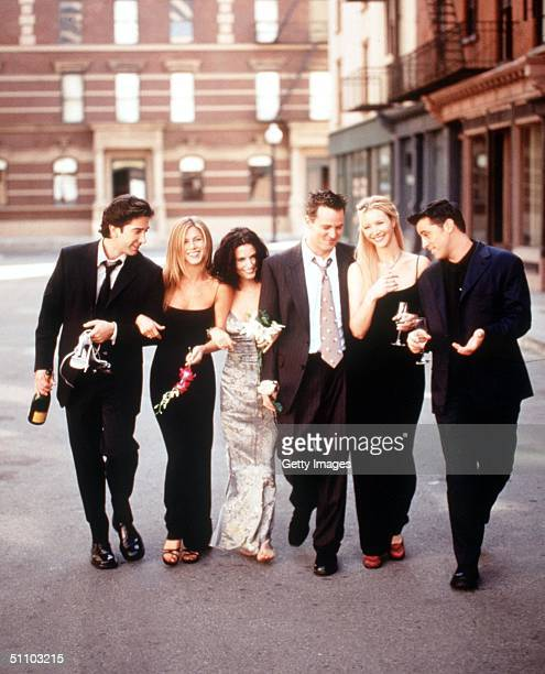 "The Cast Of ""Friends"" 1999-2000 Season. From L-R: David Schwimmer, Jennifer Aniston, Courteney Cox Arquette, Matthew Perry, Lisa Kudrow And Matt..."