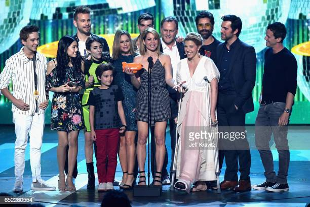 The cast of 'Fuller House' accepts the award for Favorite TV Show-Family onstage at Nickelodeon's 2017 Kids' Choice Awards at USC Galen Center on...