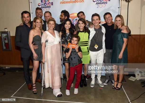 The cast of Fuller House poses backstage at Nickelodeon's 2017 Kids' Choice Awards at USC Galen Center on March 11 2017 in Los Angeles California