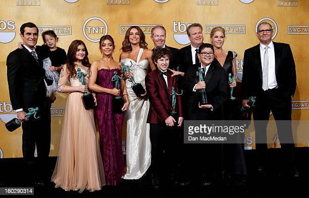 The cast of 'Modern Family' actors Ty Burrell, Aubrey Anderson-Emmons, Nolan Gould, Ariel Winter, Sarah Hyland, Sofia Vergara, Jesse Tyler Ferguson,...