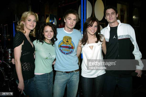 The cast of 'One Tree Hill' Hilarie Burton Chad Michael Murray Sophia Bush Bethany Joy Lenz and James Lafferty on stage during 'TRL BreakOut Stars...