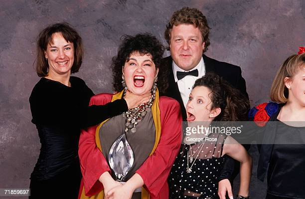 The cast of Roseanne Laurie Metcalf Roseanne Barr John Goodman Sara Gilbert and Lecy Goranson playfully pose backstage after winning the 1989...