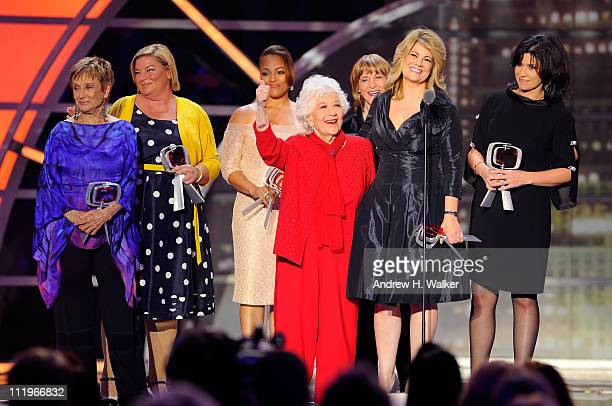 """The cast of """"The Facts Of Life"""" Cloris Leachman, Mindy Cohn, Kim Fields, Charlotte Rae, Geri Jewell, Lisa Whelchel and Nancy McKeon accept the Pop..."""