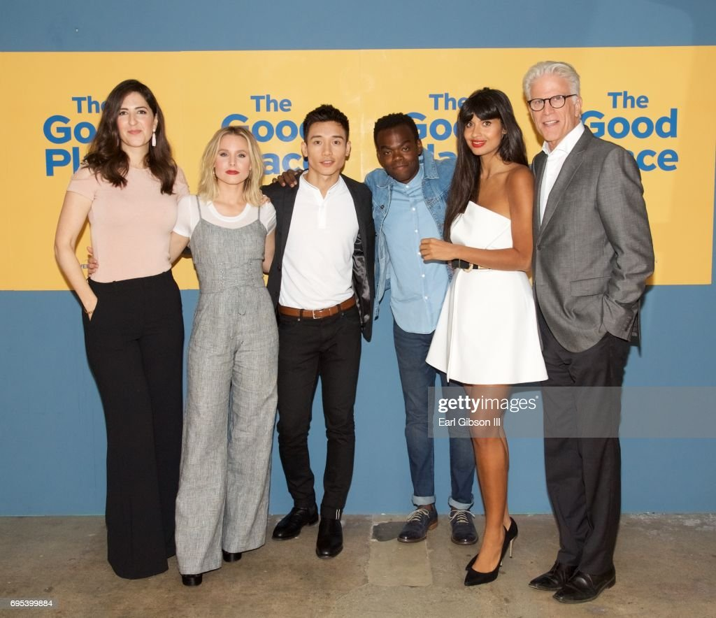 """The Cast Of """"The Good Place"""" D'Arcy Carden, Kristen Bell"""