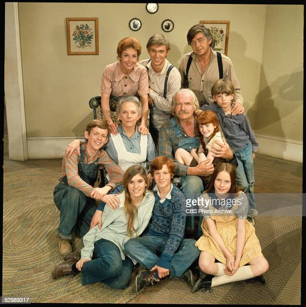 The cast of the hit television series 'The Waltons' poses for a promotional photo 1972 LR Michael Learned Richard Thomas and Ralph Waite Jon Walmsley...