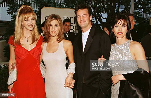 The cast of the hit US TV show Friends from L to R Lisa Kudrow Jennifer Aniston Matthew Perry and Courteney Cox pose for photographers as they arrive...