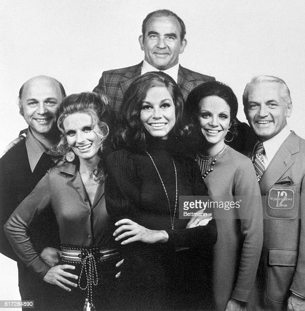The cast of The Mary Tyler Moore Show, from left to right: Gavin MacLeod, Cloris Leachman, Mary Tyler Moore, Valerie Harper, and Ted Knight. At top, is Ed Asner.
