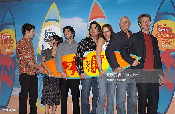 The cast of 'The OC' who won the award for Choice TV Breakout Show at The Teen Choice Awards 2004