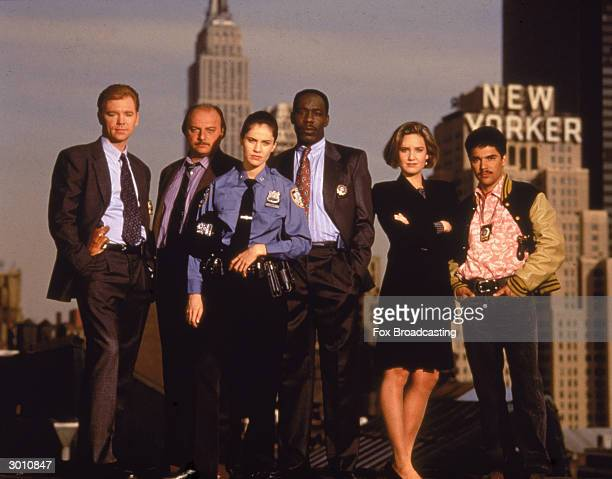 The cast of the television police drama 'NYPD Blue' pose on top of a roof in New York New York 1993 David Caruso Dennis Franz Amy Brenneman James...