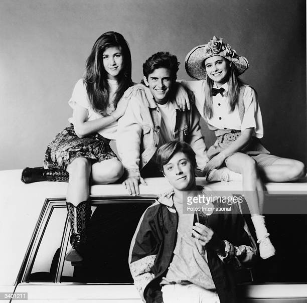 The cast of the television series 'Ferris Bueller' including American actors Jennifer Aniston Charlie Schlatter Ami Dolenz and Brandon Douglas...