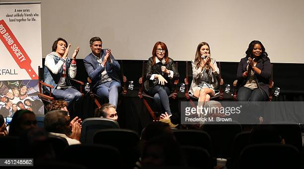 The cast of the television show Nolan Sotillo Dave Annable Margaret Nagle Ciara Bravo and Octavia Spencer speak during Fox's New Drama Red Band...
