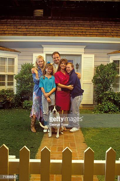 The cast of the TV series Life Goes On Monique Lanier Bill Smitrovich Kellie Martin Patti LuPone and Chris Burke pose for a group photo during a 1989...