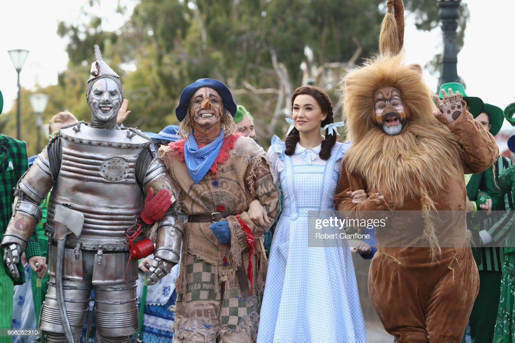 The Wizard of Oz Cast Walk The Streets Of Melbourne : ニュース写真