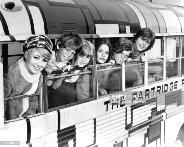 The cast of TV sitcom 'The Partridge Family' circa 1971 left to right Shirley Jones Jeremy Gelbwaks Suzanne Crough Susan Dey Danny Bonaduce and David...
