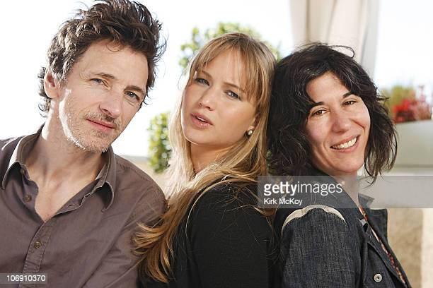 The Cast of Winter's Bone Actor John Hawkes actress Jennifer Lawrence and director and cowriter Debra Granik pose at a portrait session for the Los...