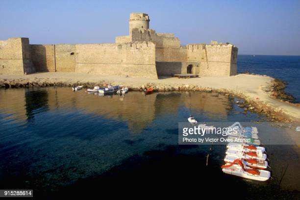 the castle and the sea - victor ovies fotografías e imágenes de stock
