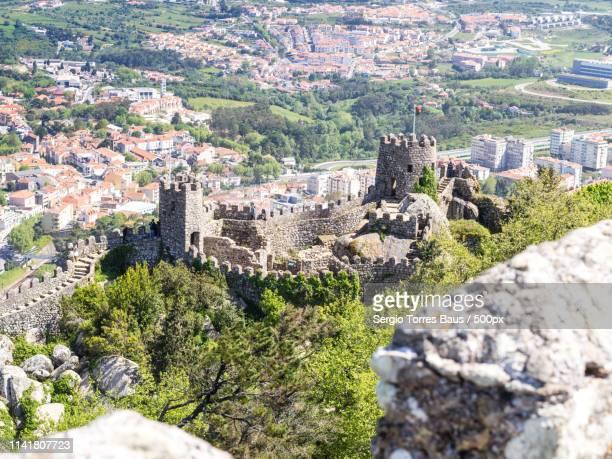 the castle iover the mountain - moruno fotografías e imágenes de stock