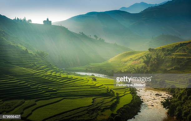 the castle on the hill - vietnam stockfoto's en -beelden